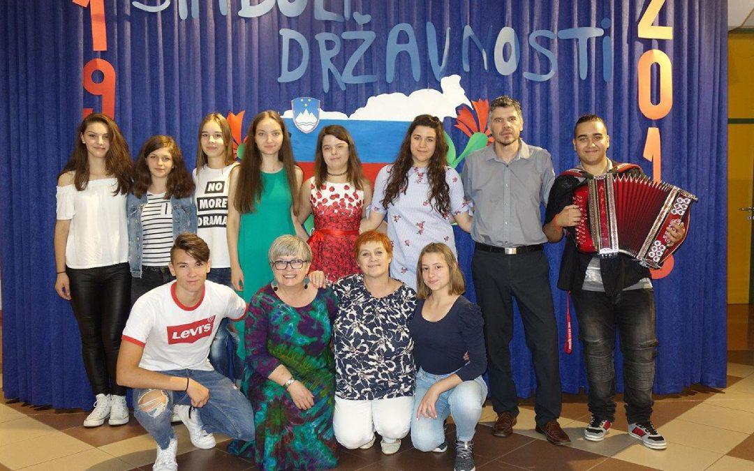Na ETrŠ Brežice obeležili Dan državnosti in počastili slovenske simbole