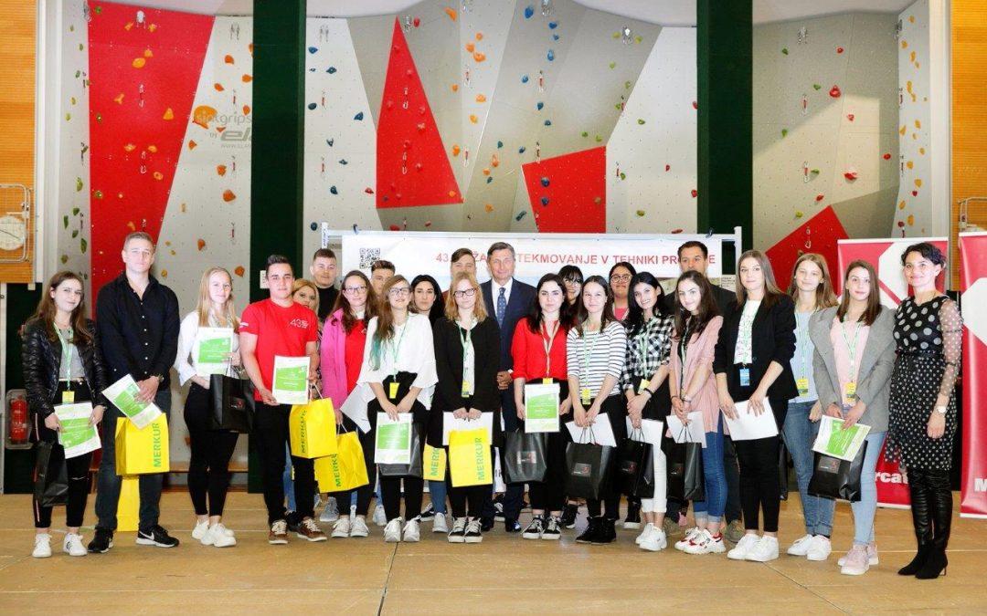 Predsednik Slovenije Borut Pahor obiskal Ekonomsko in trgovsko šolo Brežice in čestital najboljšim na državnem tekmovanju v tehniki prodaje