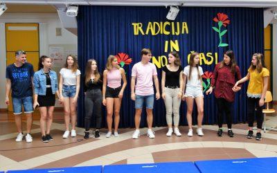 Na ETrŠ zaključili šolsko leto in počastili dan državnosti s prireditvijo »Tradicija in novi časi«